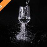 水がぶつかるワイングラス写真・フォト素材データ