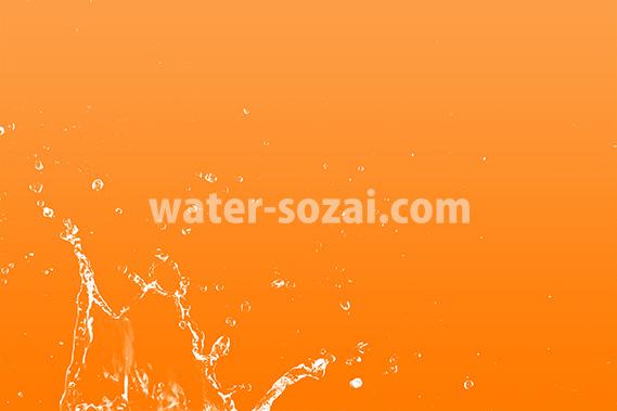 オレンジ色背景の水飛沫が上がる写真・フォト