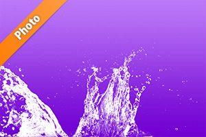紫色背景の水飛沫が上がる写真・フォト