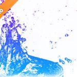 青・紫色に着色された水しぶきの写真・フォト