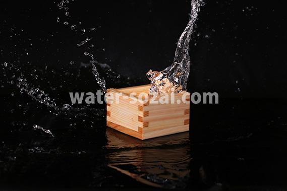升と液体が飛び散る写真・フォト素材