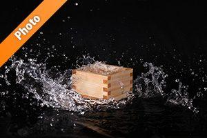 升と水が飛び散るの写真・フォト素材