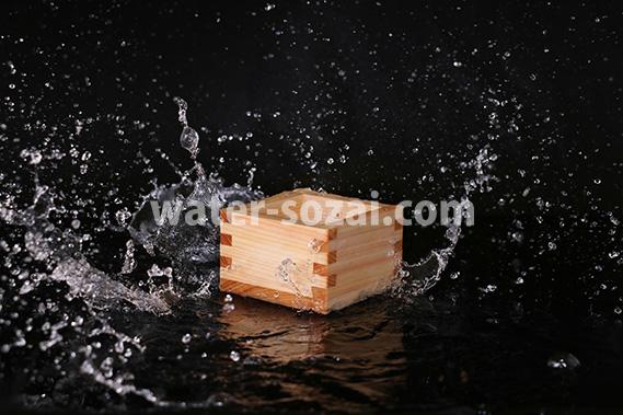 升の周辺に水が飛び散る写真・フォト素材