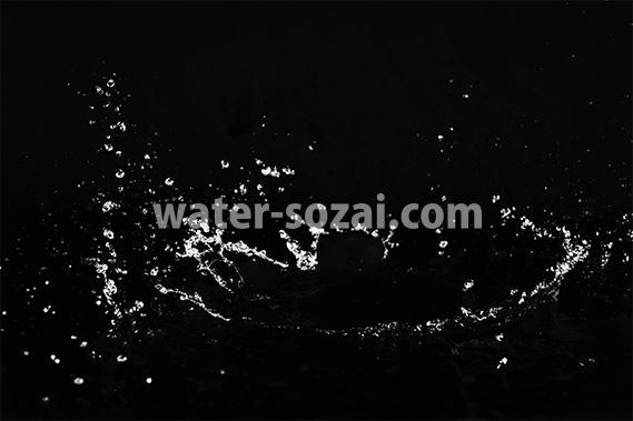 水が弾ける写真・フォト