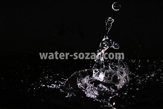水が跳ね返る写真・フォト