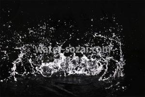 水が激しく跳ね返る写真・フォト
